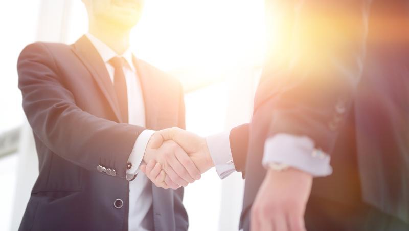 Handshake zwischen zwei Männern