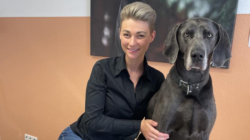 Alina Gersnter mit Blue