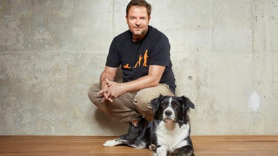 Martin Rütter mit seiner Hundedame Emma