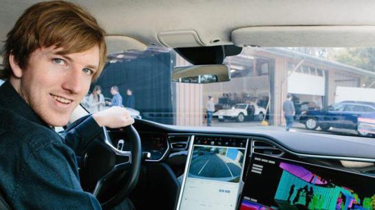Austin Rusell in seinem Roboter Auto